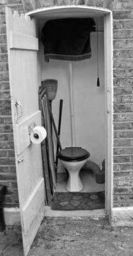 55327cee36210e71676f771833d351ff--outdoor-toilet-my-granny