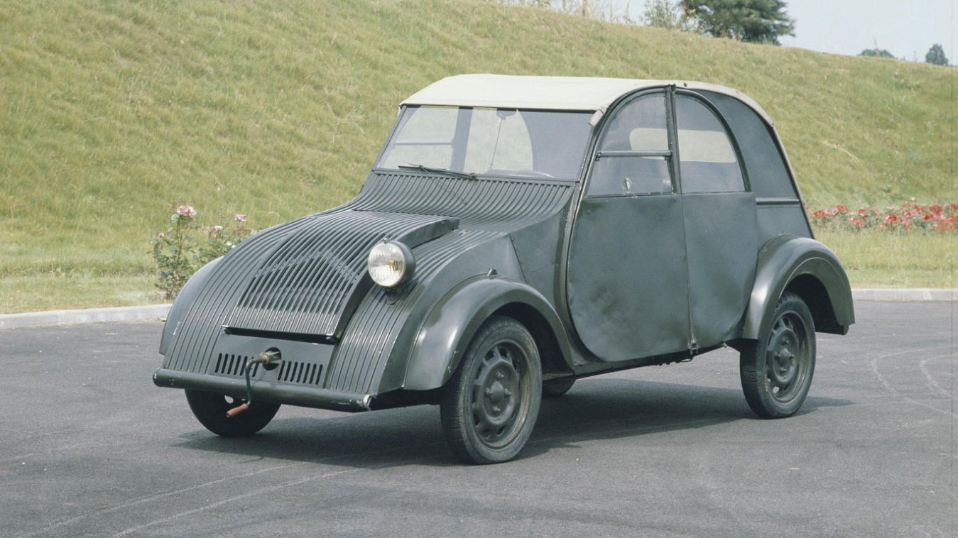 citroen 2cv at 70 a brief history of the tin snail retro mr. Black Bedroom Furniture Sets. Home Design Ideas
