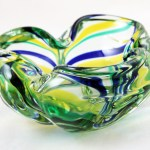 Mid-20th century modernist hand-made Italian Murano art glass bowl with Macchia décor.
