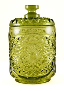 This pattern first appeared in Imperial's glass catalogs around 1912. Often re-issuing its most popular patterns, the jar shown here was made in the 1950's to 1970's. The seat of the jar is embossed with Imperial's 'I' superimposed over a 'G' mark. This mark was used from 1951 to 1972.