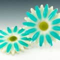 Sweet pair of resin flower trivets from the 1950's - 1960's in like new condition.
