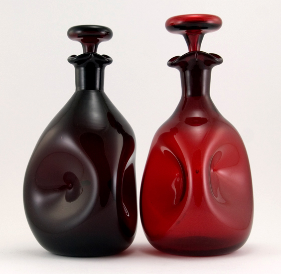 Browse through hundreds of antique, vintage and retro art glass and glassware objects.