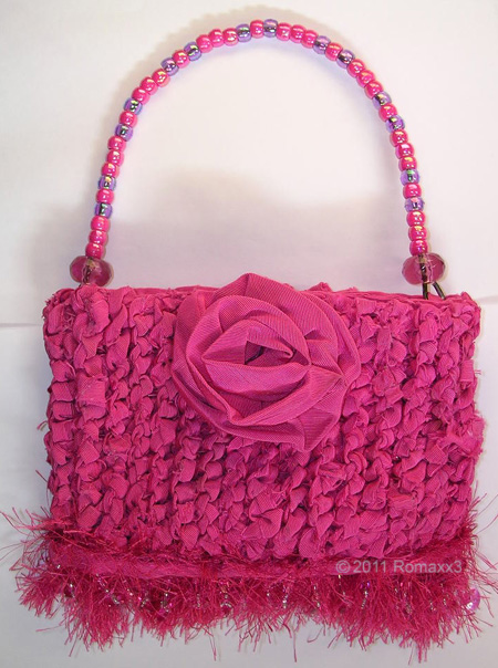 Retrobellish pink-recycled-fabric-knitted-purse