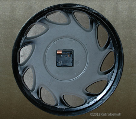 Trashart-hubcap-clock-B