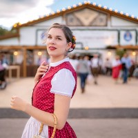 [:de]Trend oder Tradition? Die Geschichte des Dirndls & der bayerischen Tracht[:en]Trend or Tradition? The Story of the Dirndl & Bavarian Tracht[:]