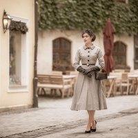 [:de]So kreierst Du Schritt für Schritt ein elegantes 50er-Jahre-Outfit[:en]How to create an elegant 1950s Outfit: A Step by Step Guide[:]