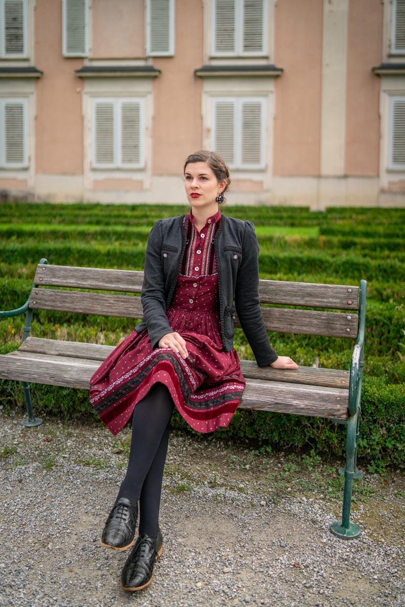 RetroCat mit Trachtenkleid und bequemen Schnürern in Salzburg