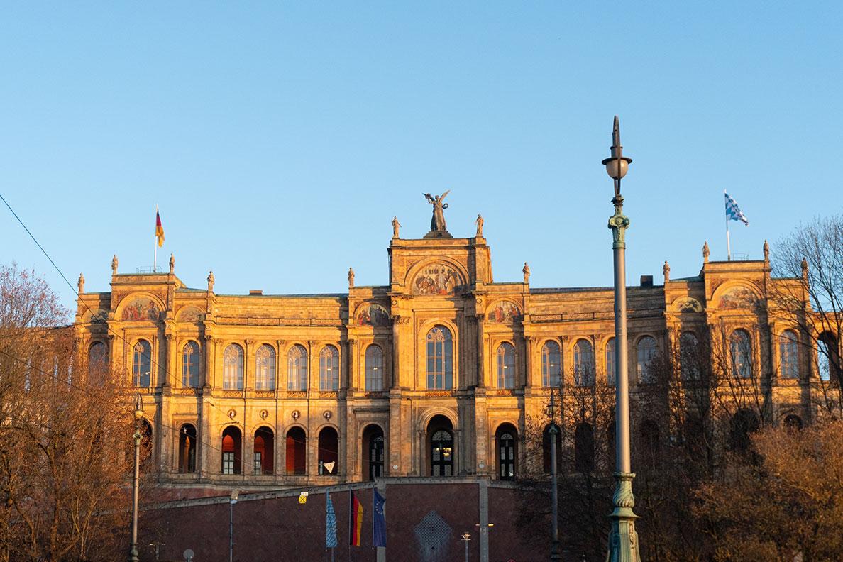 Das Maximilianeum im Spätherbst