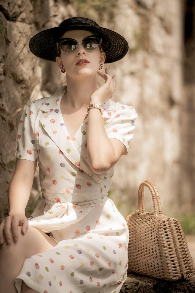 RetroCat mit einem sommerlichen Vintage-Hut
