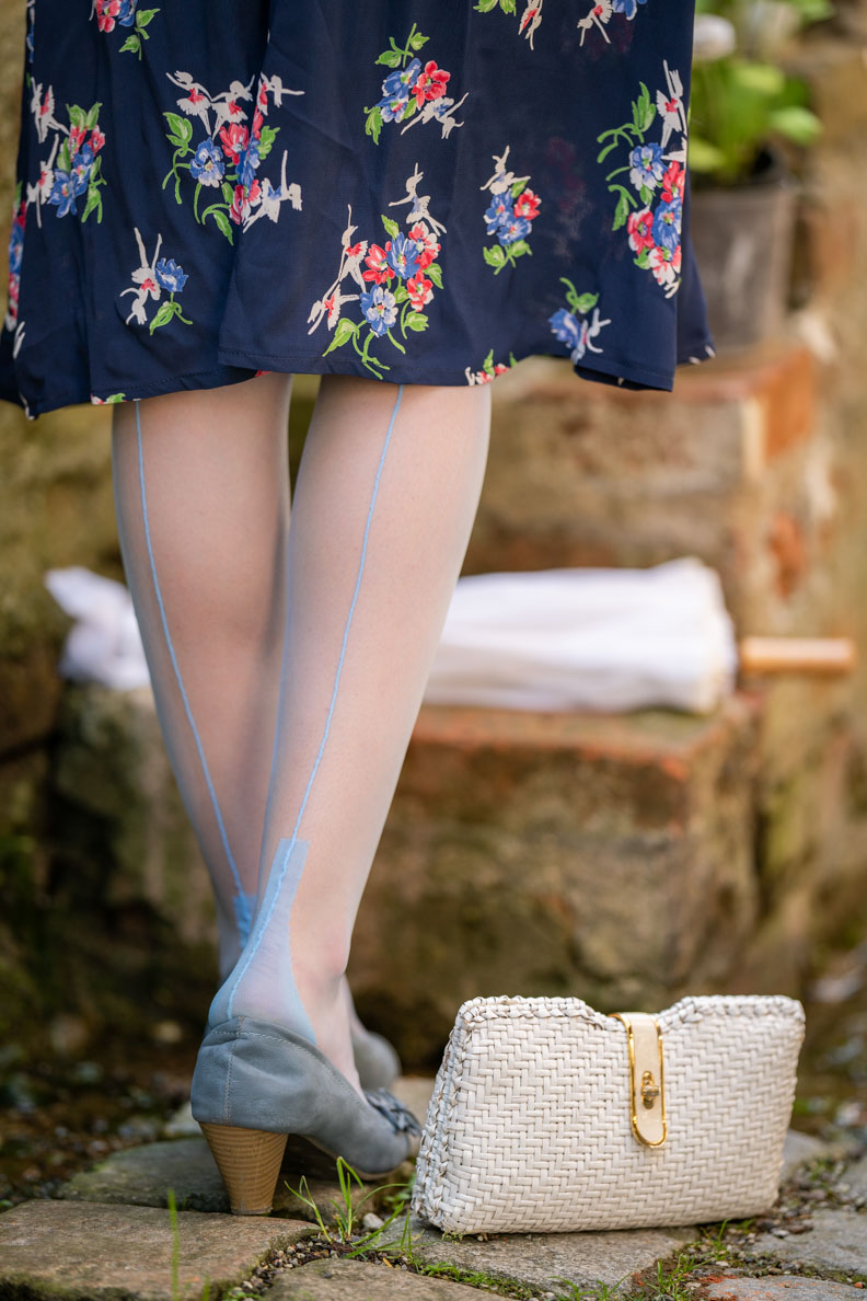 RetroCat wearing blue nylons stockings and matching pumps
