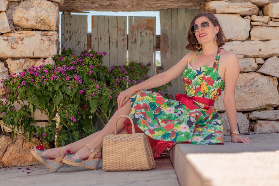 RetroCat trägt ein tropisches Sommerkleid mit Petticoat