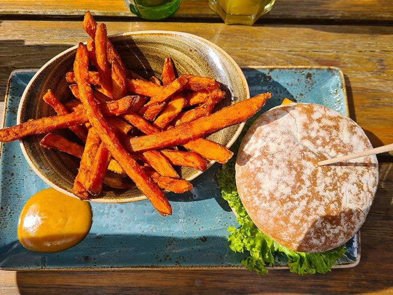 RetroCats Monatsrückblick für den Mai 2021: Burger-Essen