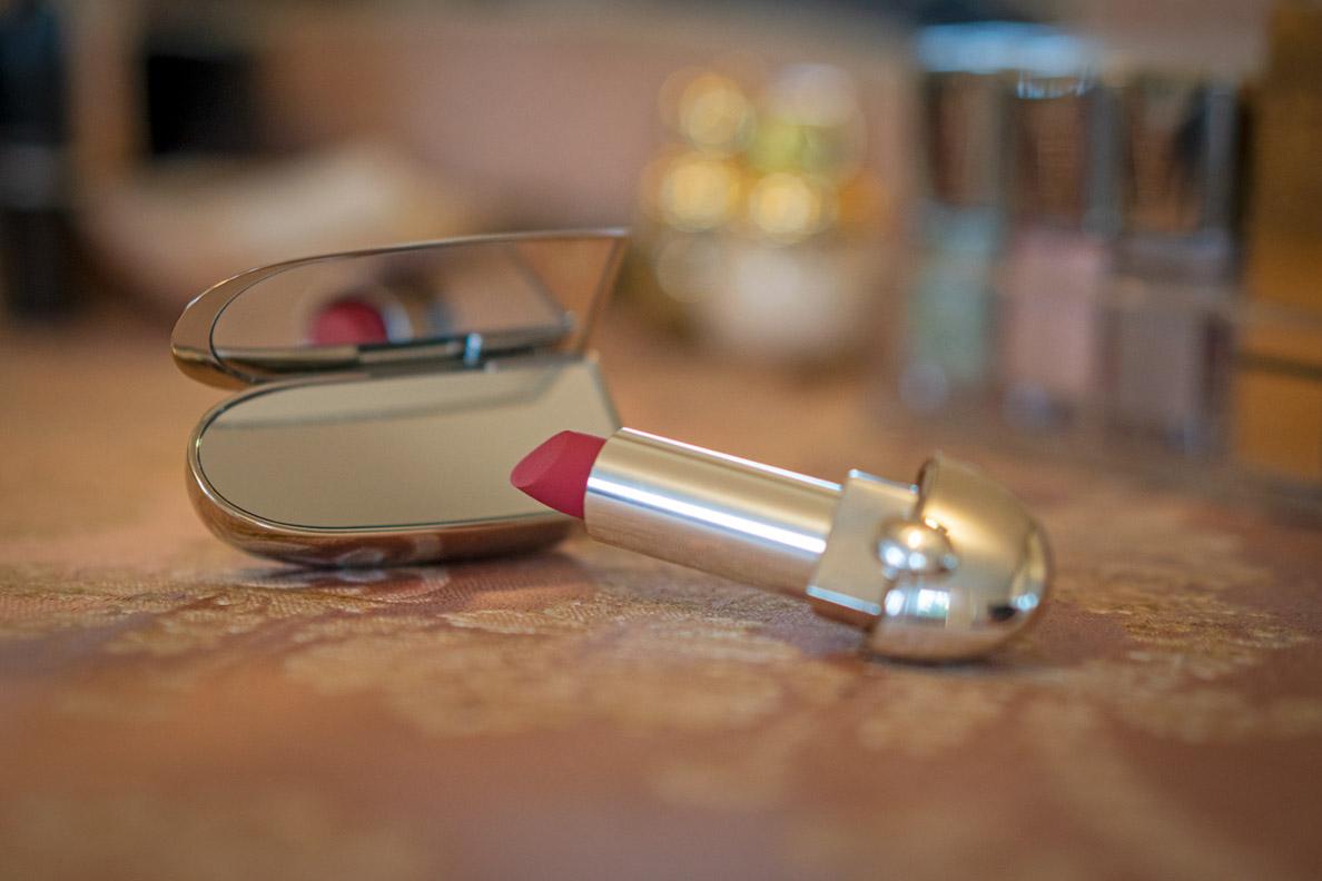 Das Spiegel-Case vom Guerlain Rouge G Lippenstift im Vintage-Stil