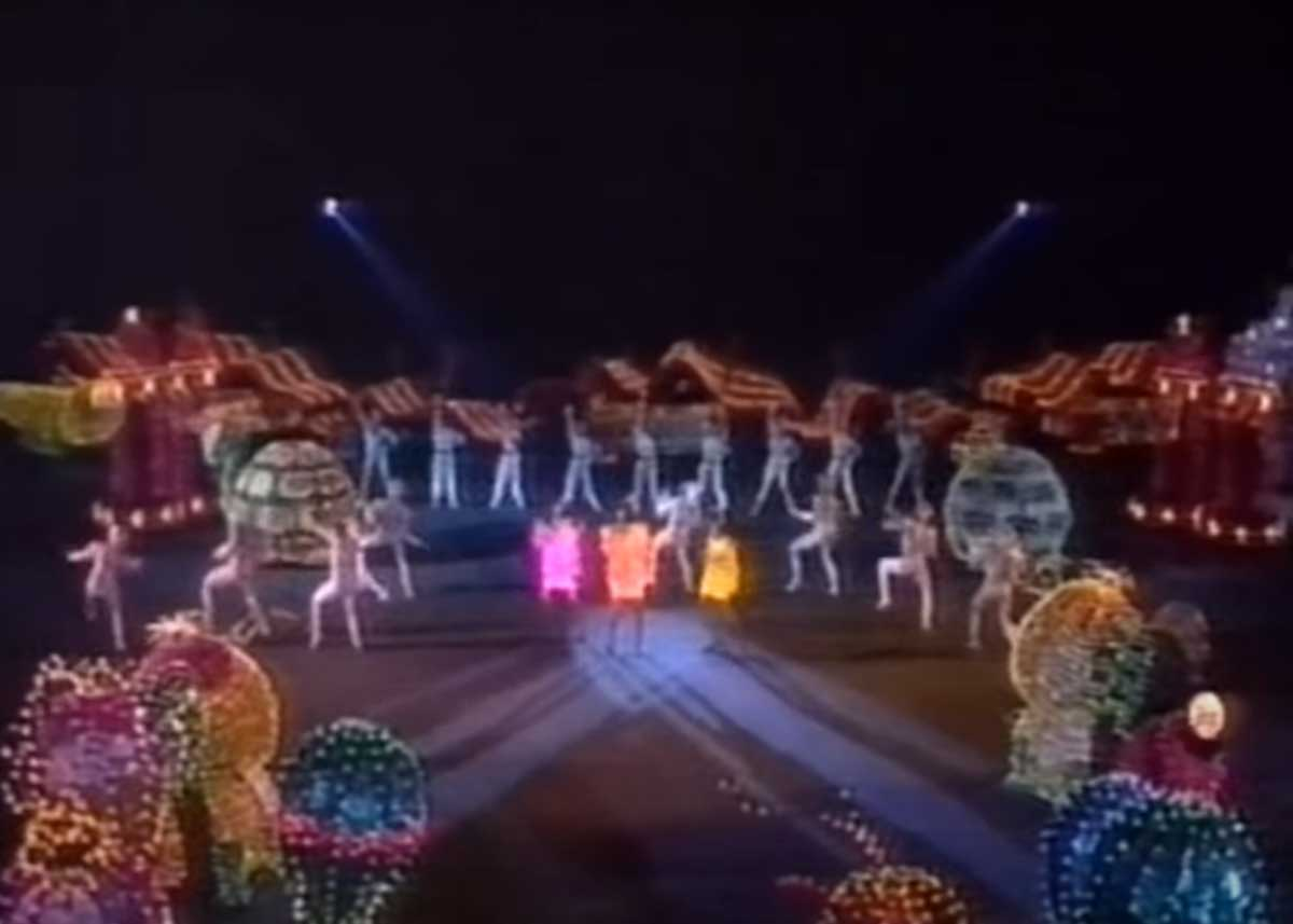 The Pointer Sisters sing Neutron Dance at Disneyland's 30th Anniversary