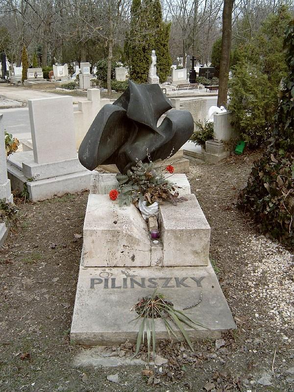 Így néz ki Pilinszky János síremléke