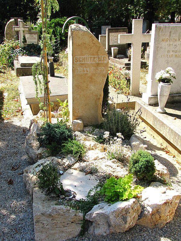 Így néz ki Schütz Ila síremléke