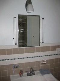 Trina un-remodels her 1980s bathroom, restores its 1950s ...