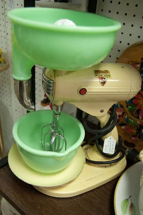 Tips On Buying A Vintage Stand Mixer And Retro House