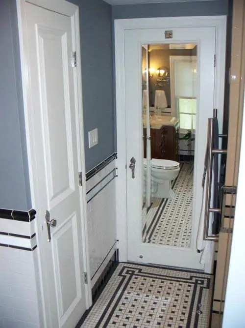 vintagetilebathroom mirrored door  Retro Renovation