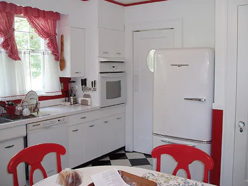red and white vintage kitchen David creates a sunny red and white vintage kitchen for