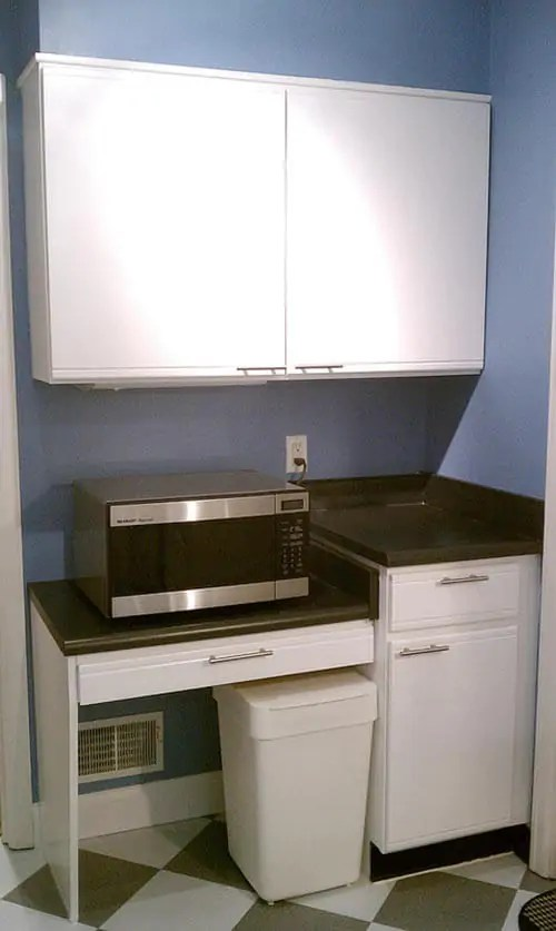 lowes kitchen countertops laminate hide away trash bin susan transforms her 1980s for $600 - retro renovation
