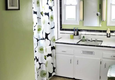 Vintage Black And White Bathroom