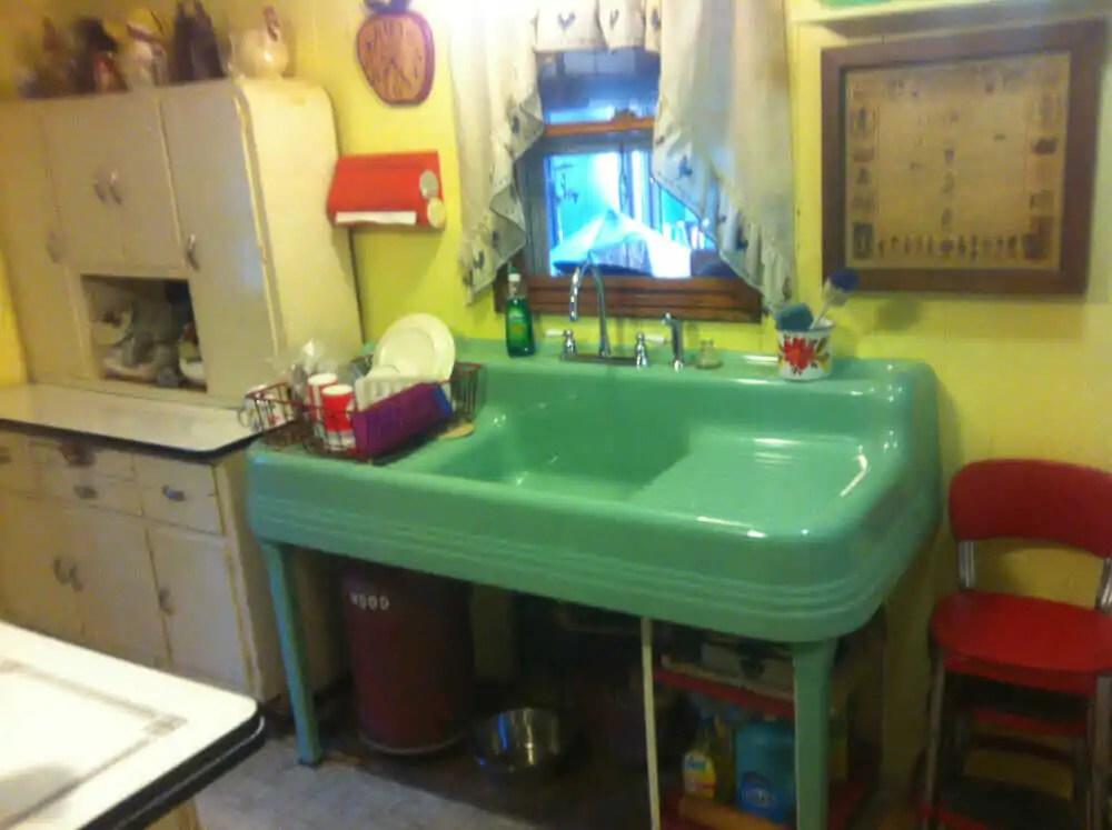 https retrorenovation com 2018 04 24 150 vintage drainboard kitchen sinks original finish in stock at all times massachusetts motherlode