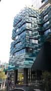 個性的な外観のビルが多い