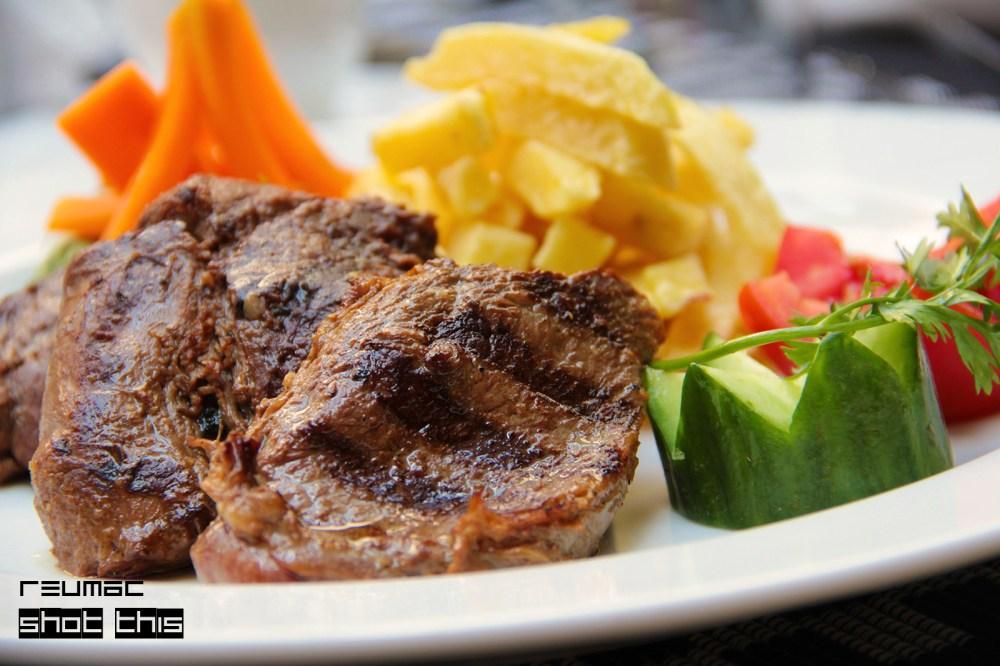 Tasty Treats - Grilled Pepper Steak  (3/3)