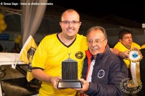 Valter Salvi proprietário do Fiat 147 recebendo o Prêmio.