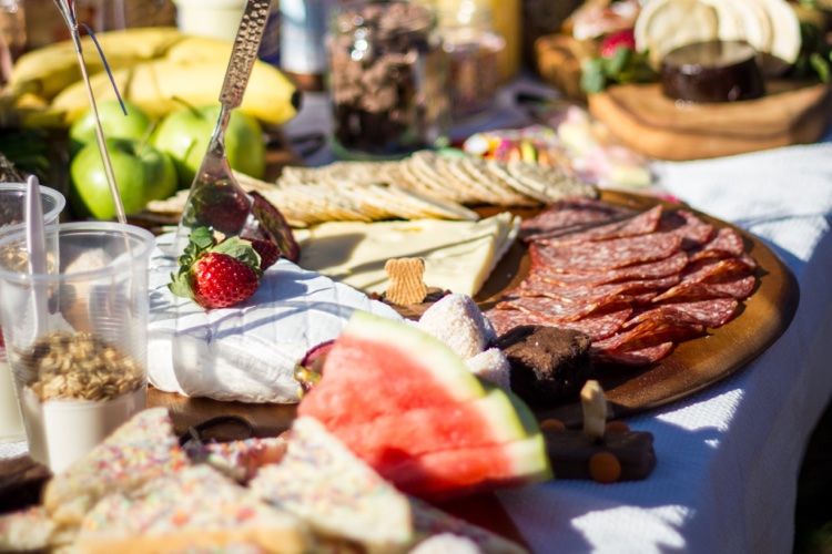 outdoor food buffet picnic