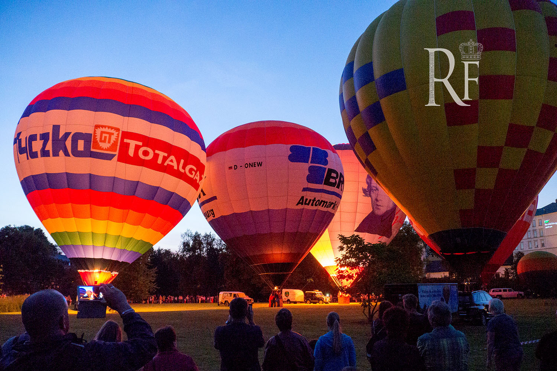 Reichenbach: Ballons glühten  im Takt der Musik