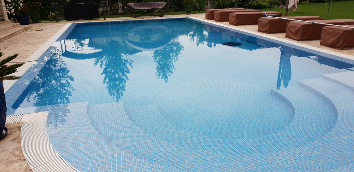 Filtrare si tratare piscina privata  Reve