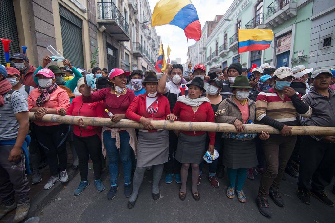 Foto 1: Mujeres liderando la lucha. Women leading the protests. Luis Herrera. CoopDocs. Octubre 2019