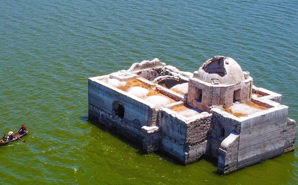 Sequía en Guanajuato deja al descubierto iglesia que permaneció más de 40 años bajo el agua