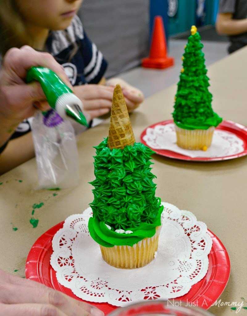Tuesday Tutorial - Christmas Tree Cupcake Toppers + Candy Bracelet ...