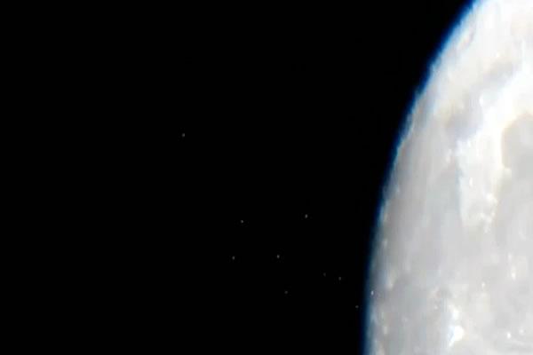 UFO Fleet:Dark side of the Moon?