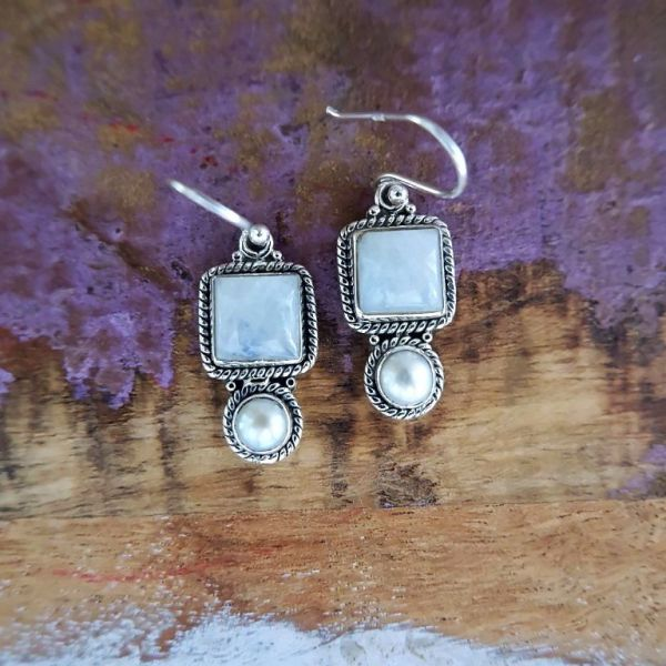 Zilveren oorbellen met Maansteen en Parel