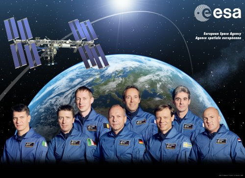 1e rangée de gauche à droite : Paolo Nespoli, Roberto Vittori, Hans Schlegel, Christer Fuglesang, André Kuipers  2e rangée de gauche à droite : Frank De Winne, Jean-François Clervoy, Leopold Eyharts.
