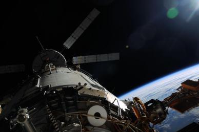 l'ATV arrimé à l'ISS