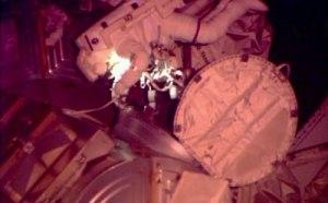 Début de l'EVA 23 (crédit http://www.spaceflightnow.com/)