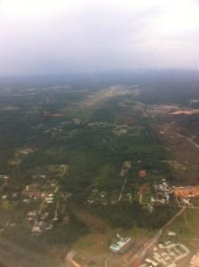 Vue de la piste d'atterrissage à Cayenne