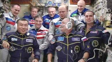 (image NASA TV)