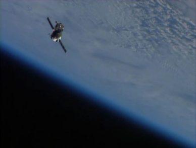 Le vaisseau Soyouz ramenant sur Terre les membres de l'Expedition 37 (capture d'écran via @cpamoa)