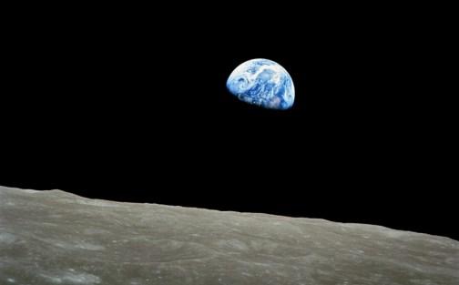 Lever de Terre depuis l'orbite de la Lune par Apollo 8 (source NASA)