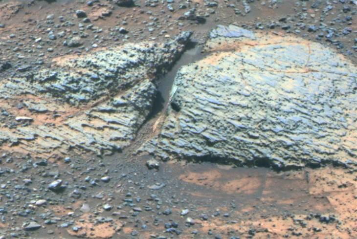 Vue en fausses couleurs acquise en septembre 2012 de stratifications de faibles épaisseurs significatives d'un ancien environnement aqueux sur Mars. (Crédit: Université de l'Etat de la NASA / JPL-Caltech / Cornell / Arizona )
