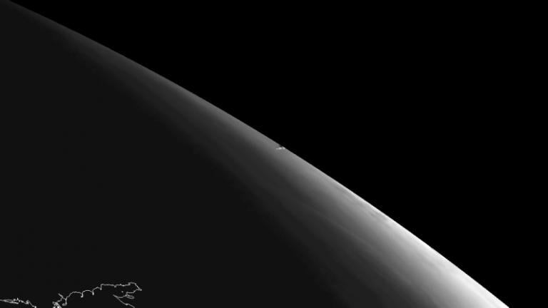 L'instrument SEVIRI à bord du satellite géostationnaire Meteosat-10 d'Eumetsat a observé la traînée de vapeur laissée par l'astéroïde (source ESA)
