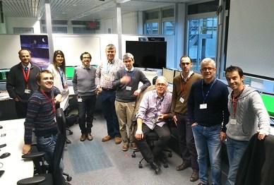 les équipes d'Astrium de Stevenage, de Friedrichshafen et de Toulouse lors des premières étapes en vol de Gaia (source  : AirbusDS)