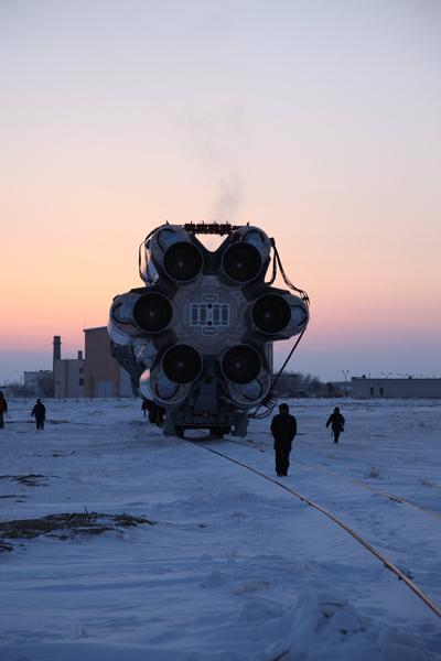 Proton en route vers son pas de tir avec le satellite Turksat à bord (source Khrunichev)