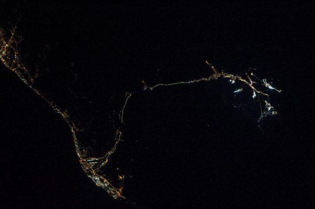 Les sites olympiques de Sochi pris de nuit depuis l'ISS, le 2 février 2014 en 400 mm (source NASA via P. Caltner)